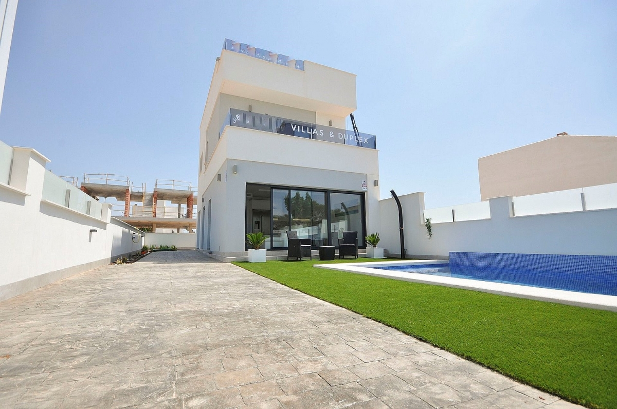Costa Blanca Properties close to Golf Resorts - Semi Detached Villa in Pillar de la Horadada, Costa Blanca
