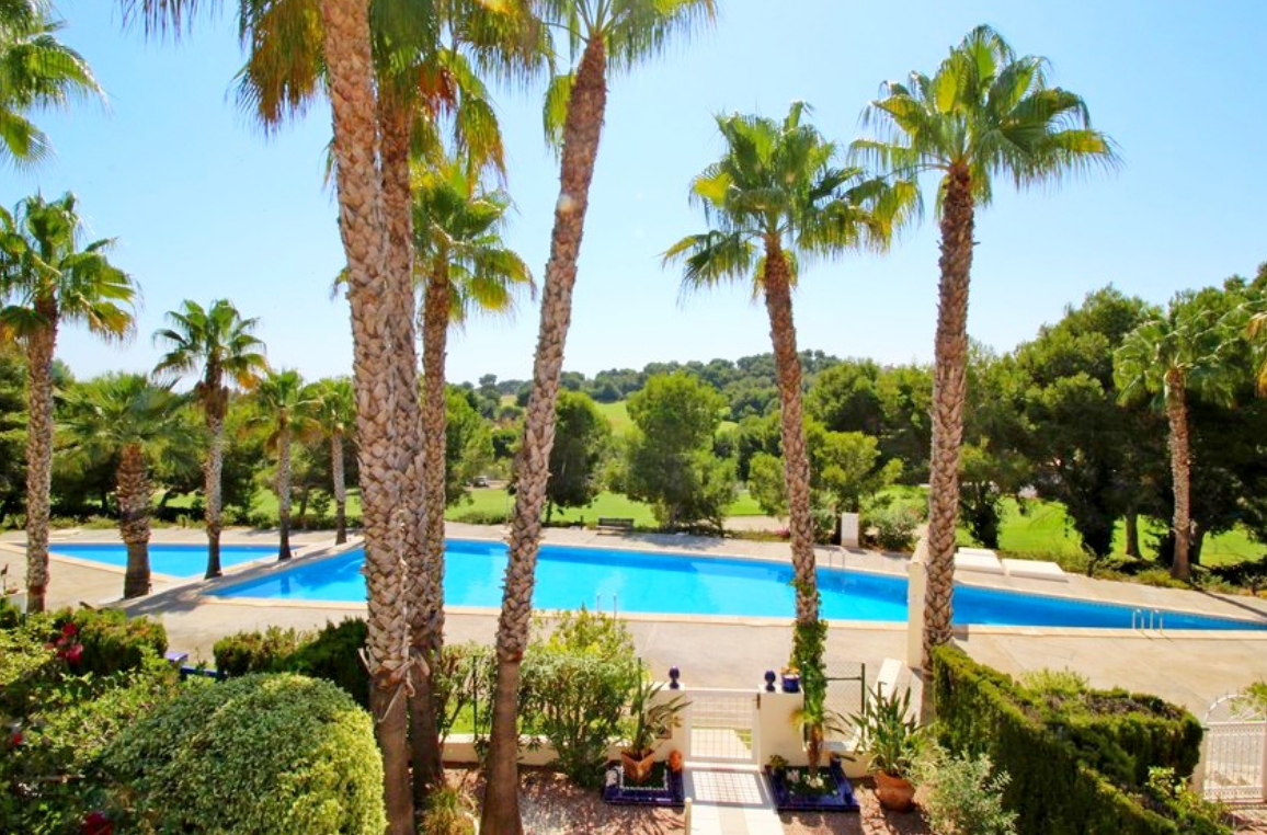 Properties from 114.000 € close to Golf Club Villamartín - Villa, Golf Club Villamartin, Costa Blanca -